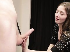 Teen CFNM stunner dickblowing during art class
