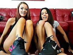 Threesome sole fetish action