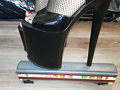 Lady L crush instruct with sumptuous black 20 cm extraordinary high heels.