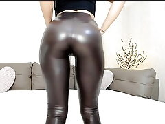 Steaming cam teen in glistening leggings with excellent ass taunt
