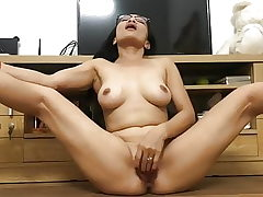 Japanese Mummy PLAYS WITH HER PUSSY